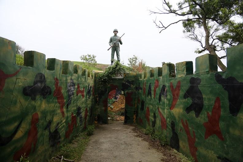大坵島殘留的軍營遺跡。