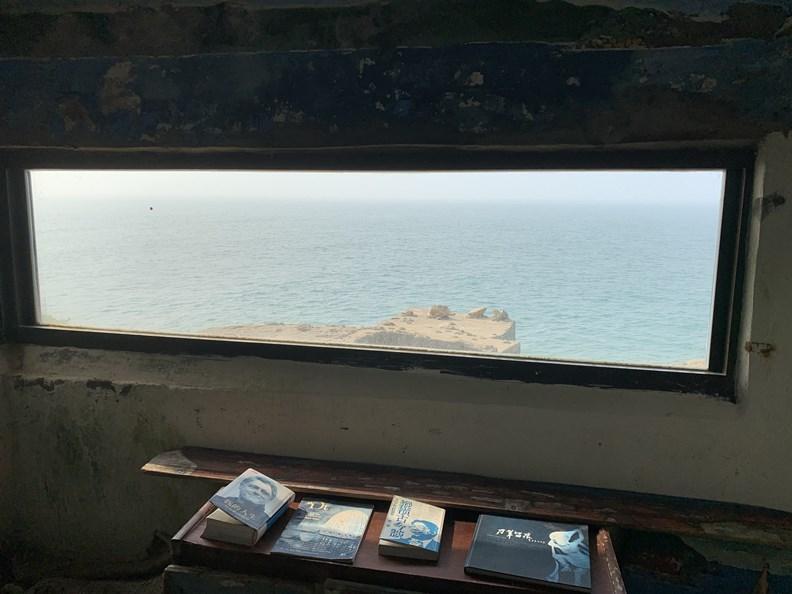 面對大海的刺鳥書店,在此閱讀特別令人有感。