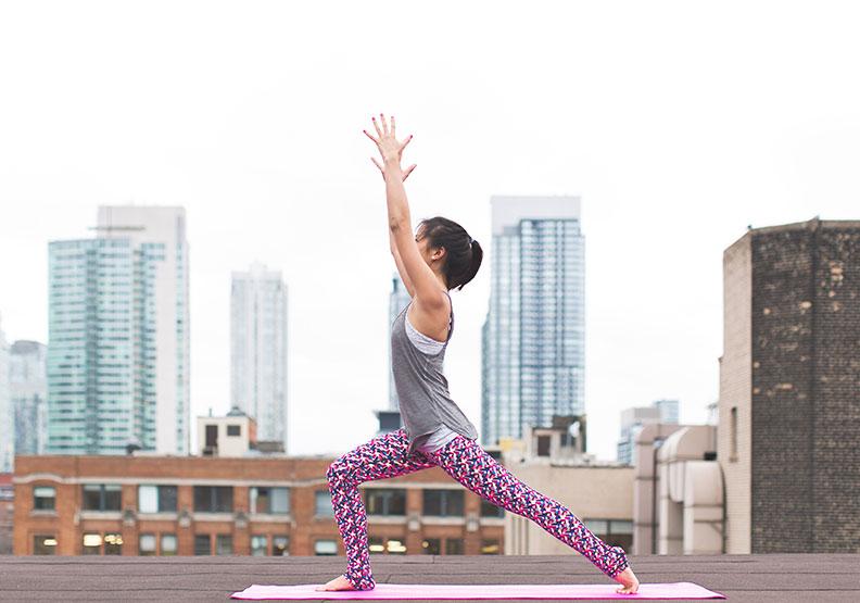 久坐讓髖部變緊、臀部變形,9 個瑜珈動作有助舒緩緊繃關節