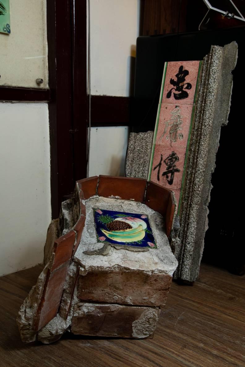 花磚博物館保存鑲嵌花磚的馬背,為古厝屋脊上常見變化裝飾,來自台南學甲。