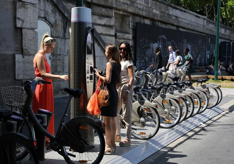 雙北請看看!巴黎共享單車Vélib'那些年演過的肥皂劇