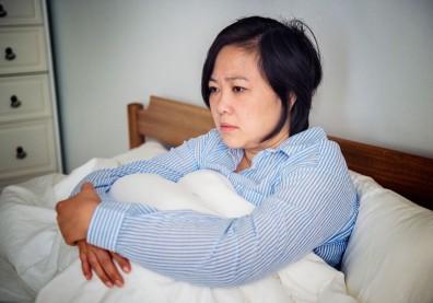 更年期潮熱出汗、睡不著、情緒波動大?中醫推薦食療調理