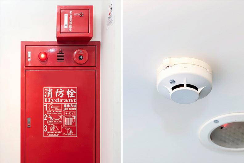 火警受信設備裡安裝火災移報感知器,當煙霧偵測器偵測到異常,會立刻連動通報。