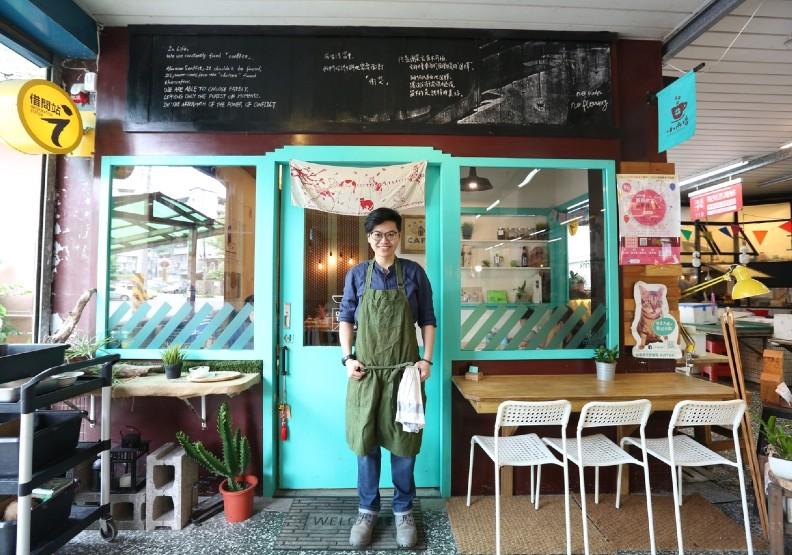 基隆市源遠市場將傳統小麵店改造成文青咖啡館,翻轉傳統市場印象。經濟部提供