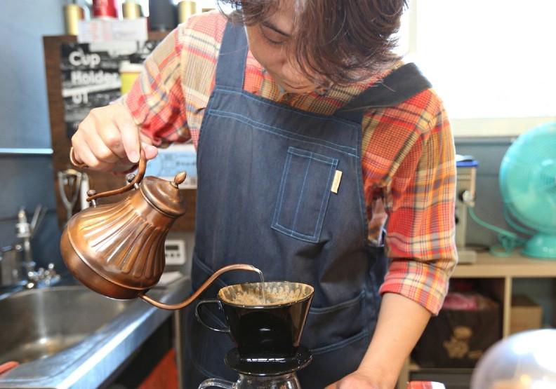 新北市汐止區「林森臨時攤販集中場」也能品嘗道地的手沖咖啡。經濟部提供