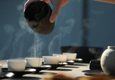 午後養生超簡單!中醫3大護「腸」法:摸肚子、吞口水、喝杯茶