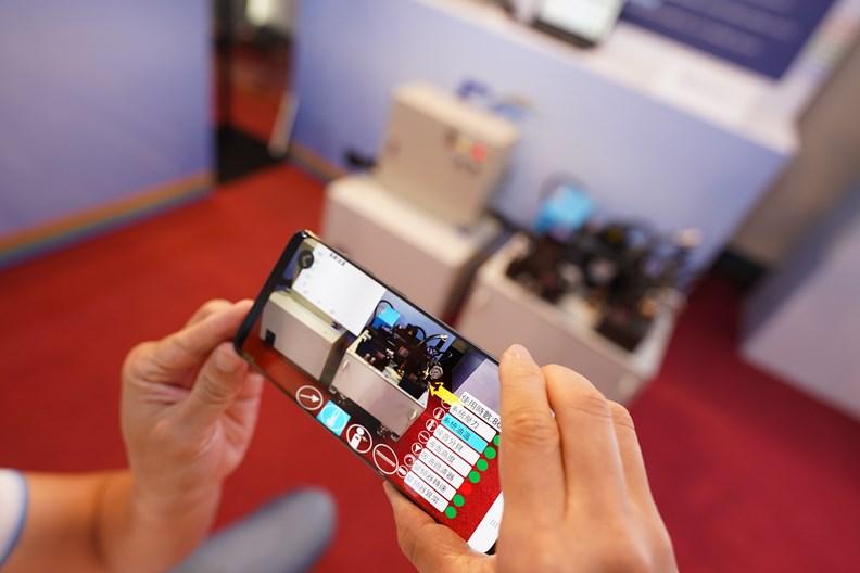 為減少感染風險,許多廠商紛紛投入虛擬展演。