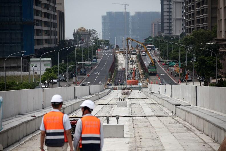 道路面積有限,車輛卻愈來愈多,是許多都市共同面臨的交通治理難題。