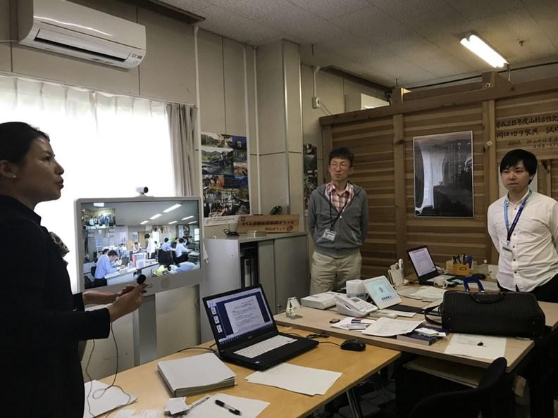 透過視訊連線,遠在深山的神山町,也可以和德島縣政府進行會議。