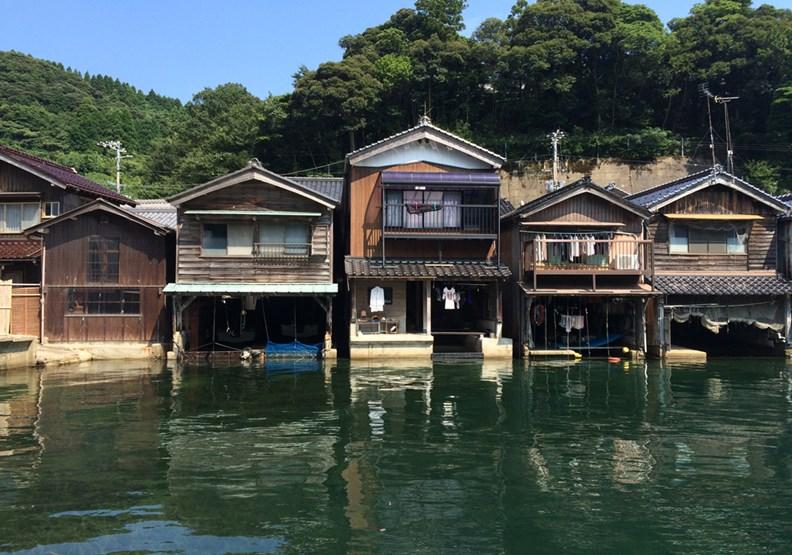 不蓋蚊子館,最美漁村伊根町把遊客中心變觀光亮點
