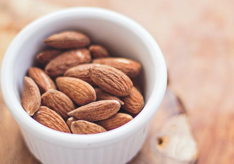 你吃的是「真杏仁」嗎?杏仁也分南北,這種可不能當零食吃!