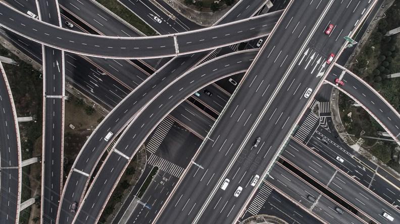 5G 切片概念類似公路系統,為通往不同目的地的車輛導引至專屬路徑。(圖片提供:光禾感知)
