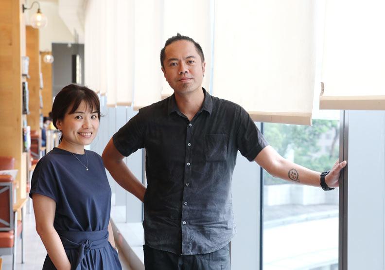 台北市城市品牌小組顧問蕭伶伃(左)和優視覺溝通設計總監王德明,是台北卡重新設計的推手。