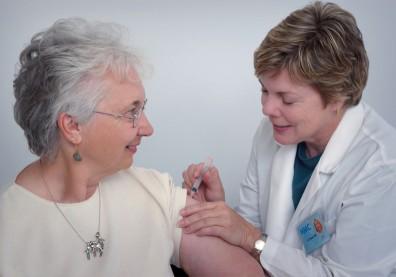 65歲以上長者可打AZ疫苗?一張圖看懂5國措施