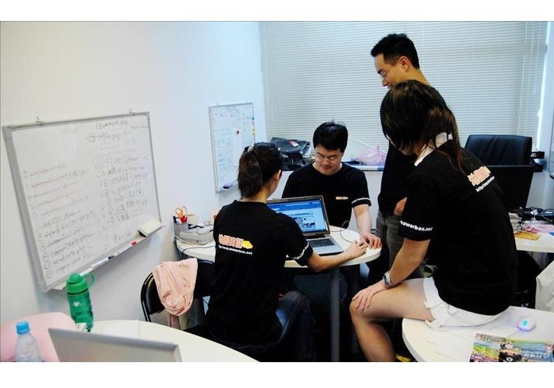 2007年地圖日記成立時,創辦人親力親為涉獵每一個部門工作。作者提供。