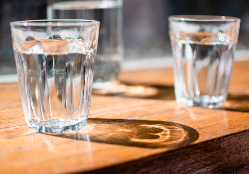 喝水是有學問的!避免暴飲傷身,專家建議7個最佳飲水時段