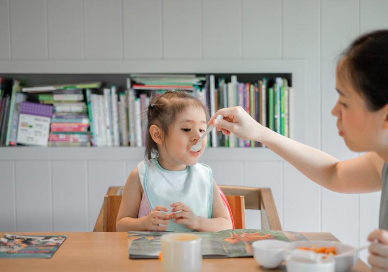 學術媽媽必須兼顧學術研究,教學與自己家務,不少人的工作量只能用女超人來形容。圖片來自unsplash