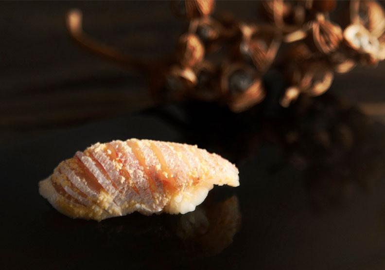 黄身酢漬小鯛。取自野村壽司のむら臉書