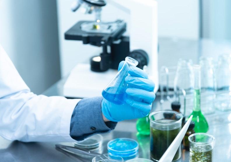 據麻省理工學院統計,自2000年至2015年,癌症藥物通過臨床試驗者只有3.4%。表示百分之96.6%癌症新藥的開發,都宣告失敗。圖片來源:pexels