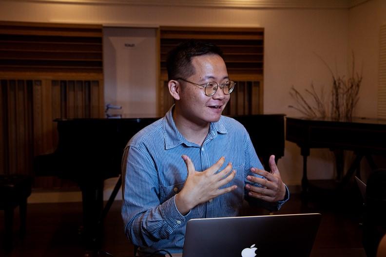 另一位節目主持人,單簧管音樂家吳毓庭。