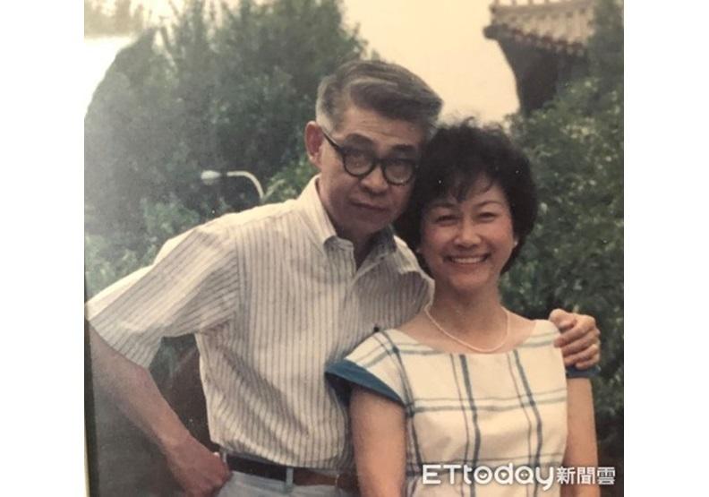 中年林毓生夫婦。(圖/周天瑋提供)