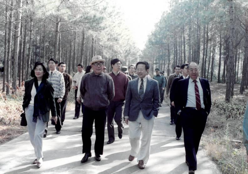 1993年郝柏村院長(前排左二)卸任前赴金門。