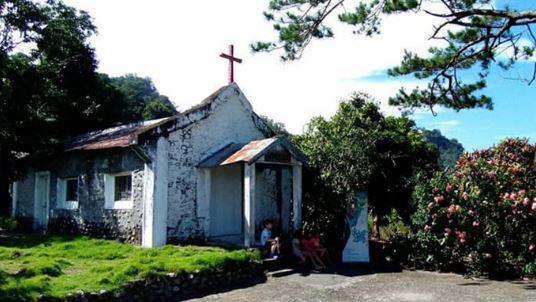 站外白色小教堂。(圖片翻攝/交通部鐵路總局)