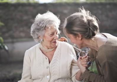 想要活得健康長壽?紐西蘭研究:不吸菸和積極社交是關鍵