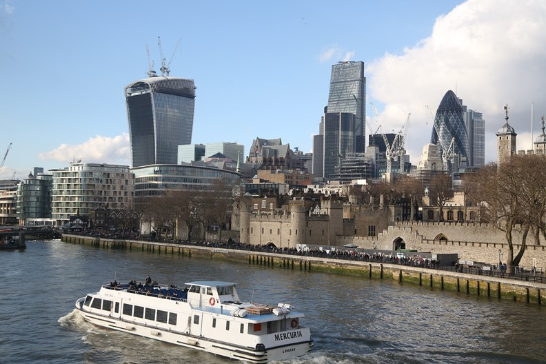 除了道路運輸,倫敦也鼓勵業者使用水路。