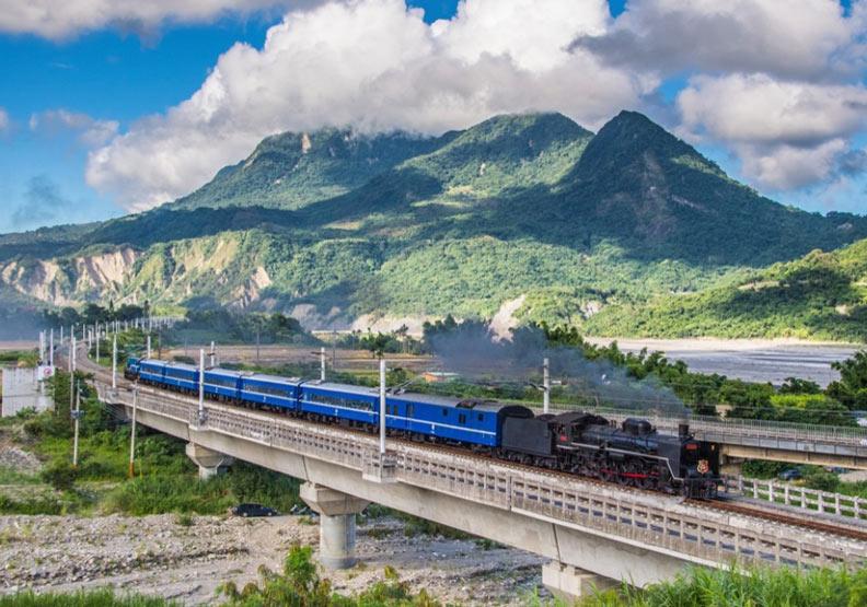 台東山里有座「到不了的車站」!隨蒸汽火車一探秘境
