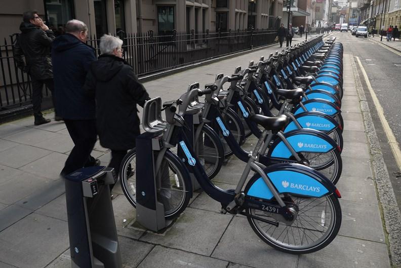時興的共享單車服務也成為評鑑重點項目之一。