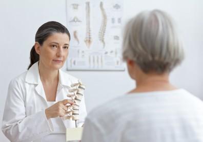 我有壓迫性骨折嗎?正確診斷骨質疏鬆,你該問醫師的5件事