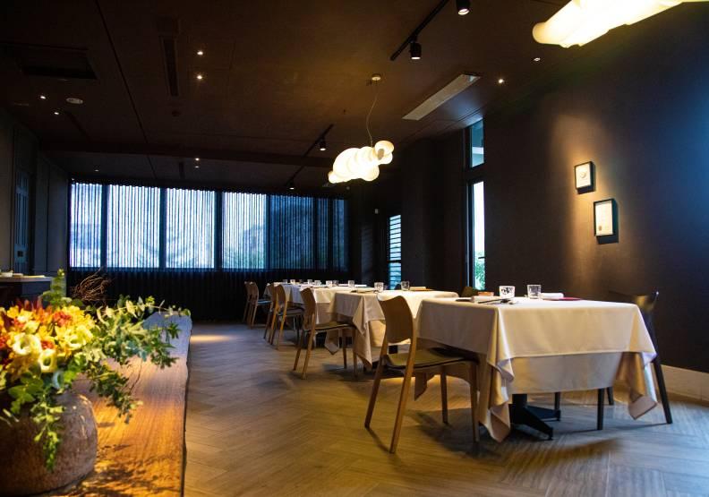 JL Studio簡約沉穩的氛圍,烘托出Fine Dining用餐環境,像雅士聚集的沙龍。