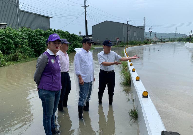 陳其邁視察岡山抽水站。圖片取自陳其邁臉書