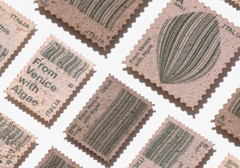 污染威尼斯的海藻,怎麼設計成永續風格的郵票?