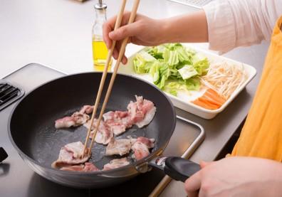 肉呈現粉紅色就是沒熟,不能吃?耐熱的「去氧肌紅蛋白」可能讓你誤會了