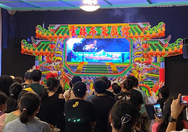洲明園當天現場的演出內容「豬頭超人」。