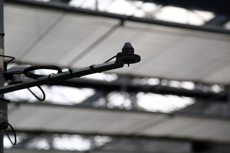 5G 感測器蒐集作物各種生長資訊。