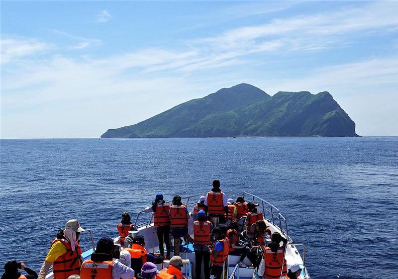 堅持20年的總量管制,讓宜蘭龜山島免除爆量遊客之擾
