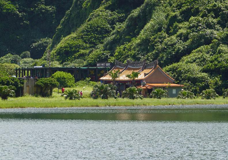 旅客來龜山島大多在普陀巖、龜尾湖等步道景點活動。孫文臨攝