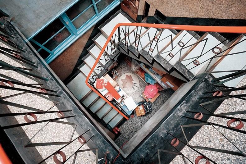 鐵窗花工藝手法不只用於門窗,在樓梯欄杆和各種居家裝飾都看得見。(圖片取自老屋顏)