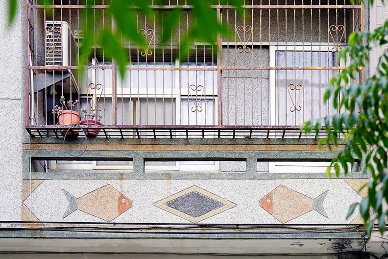 鐵窗花隱藏在城市各角落。(圖片取自老屋顏)