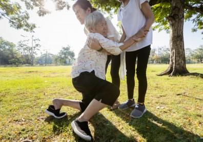 肌少症讓老人容易跌倒、失能!還易引發代謝及心血管疾病,增加死亡率