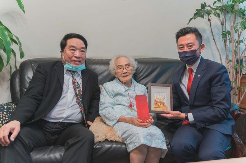林智堅訪視李佳音。新竹市政府提供
