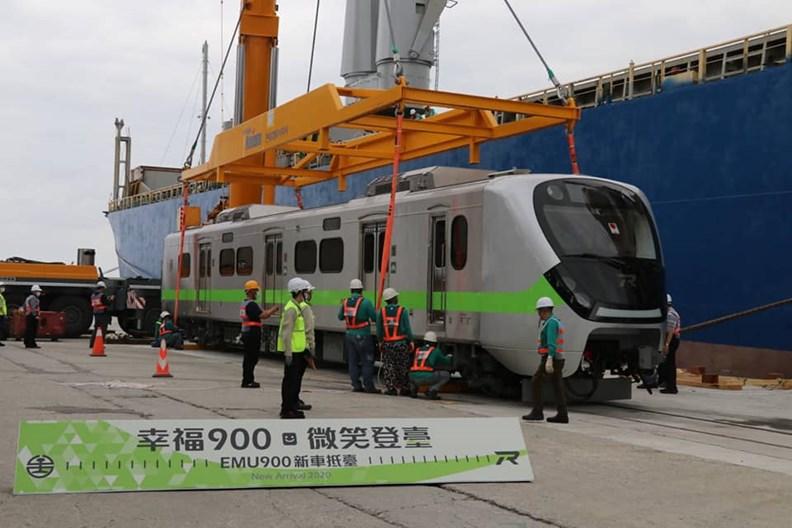 號稱最美電聯車的EMU900。台鐵提供