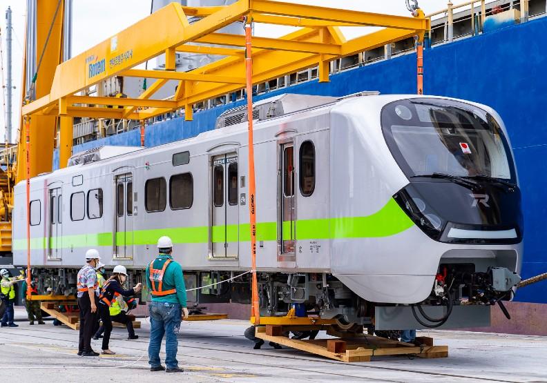多事之秋的台鐵,迎來「最美區間車」EMU900