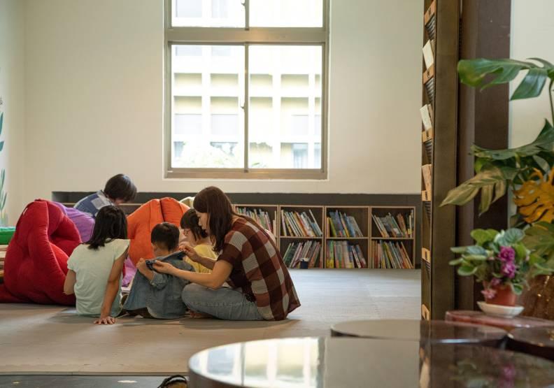 台東故事館將有許多免費的公共空間,比如二樓的親子閱讀區,家長可以帶小朋友來看童書同樂。