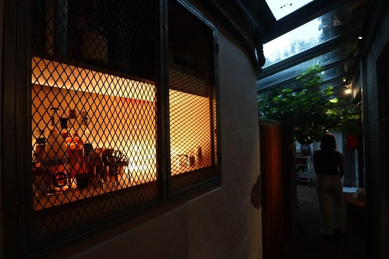 不同時代的建築風格在屋內相互輝映。