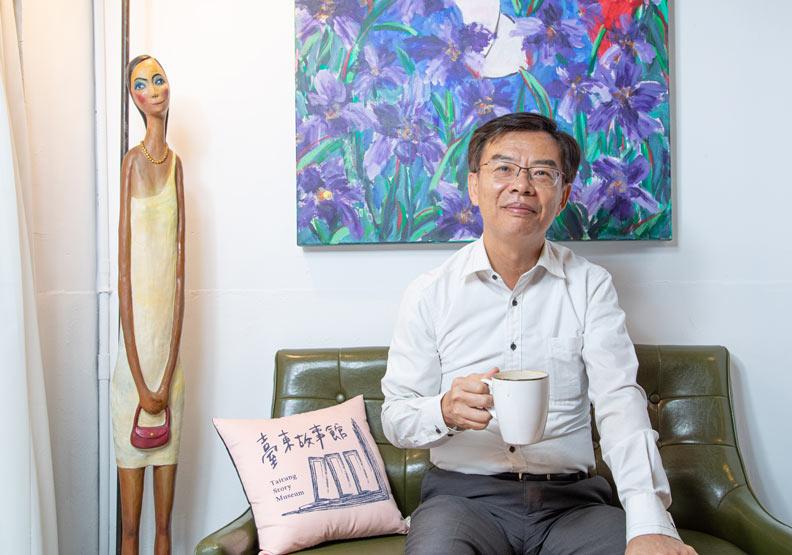 台東縣政府文化處長鍾青柏。