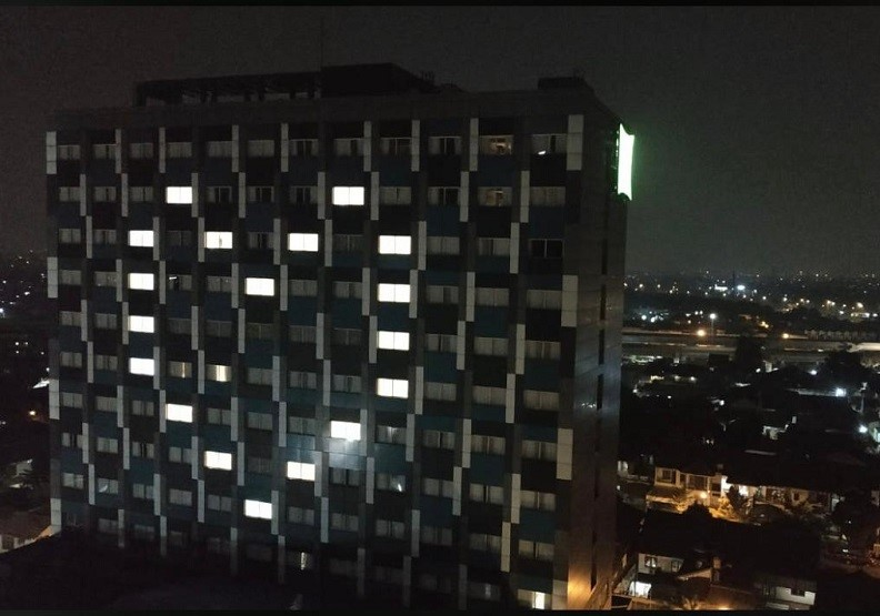 新飯店的愛心點燈。圖片由作者提供